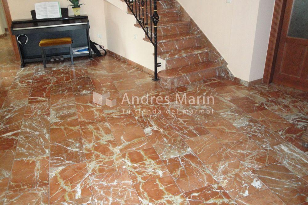 Escalera y suelos marmol idénticos